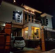 Villa Istana Kota Batu - Villa 8 Kamar Fasilitas Kolam Renang