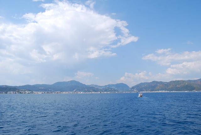 Возвращение в Мармарис, вид на город с лодки.