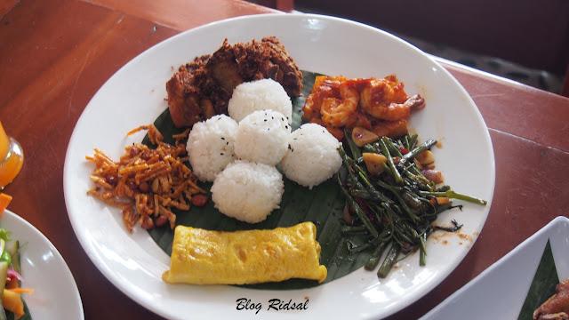 M Avenue Cafe & Resto: Tidak Sekedar Dekorasi - Nasi Mamak Ku