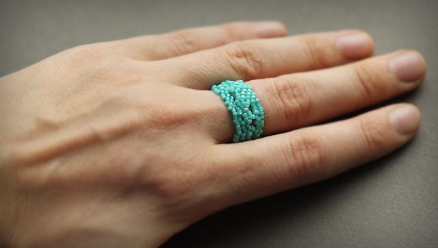 купить бирюзовое кольцо ручной работы из бисера в интернет магазине