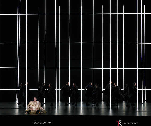 Ginastera: Bomarzo - John Daszak & dancers - Teatro Real, Madrid (Photo Teatro Real)