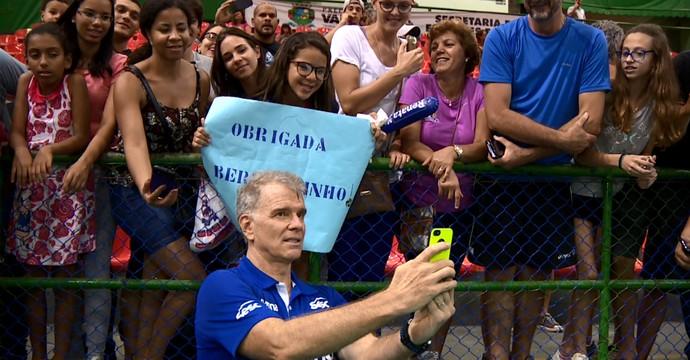 317f4f74af Cartaz de agradecimento à Bernardinho. (Foto  José Braz)