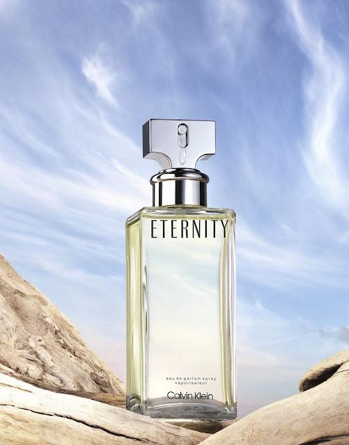 Calvin Klein ETERNITY Woman – niezawodny klasyk sztuki perfumiarskiej  w sam raz na lato