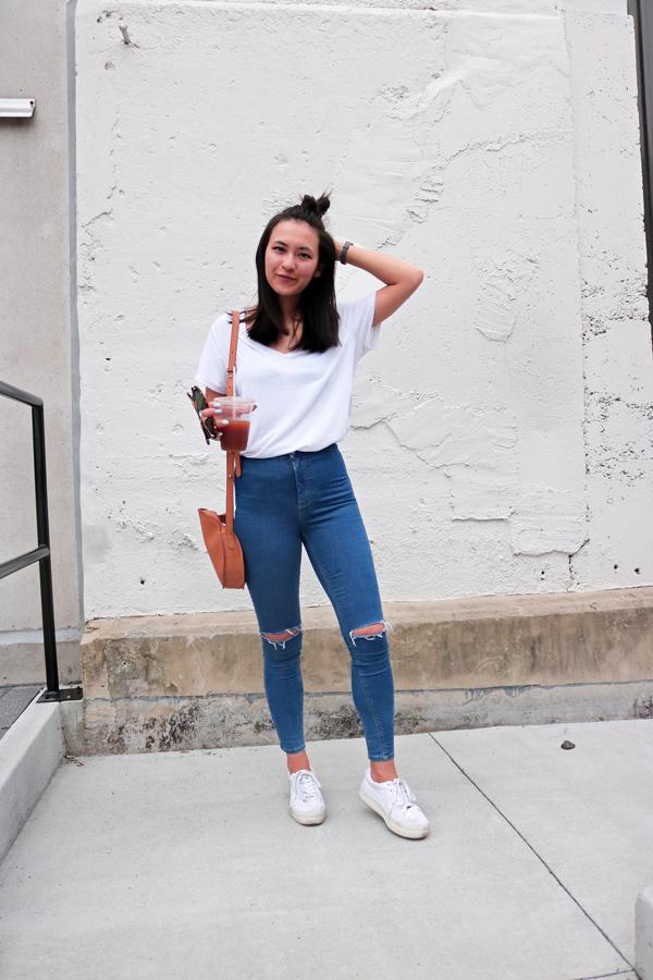 White T-Shirt High Waist Blue Jeans White Sneakers