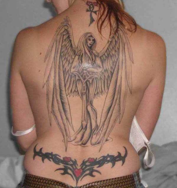 büyük sırt dövmesi melek modeli