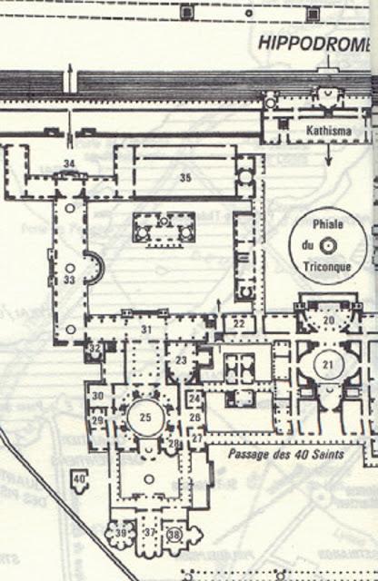 """Τοπογραφική αναπαράσταση ενός μέρους από το Ιερό ή Μέγα Παλάτιον των Βυζαντινών Αυτοκρατόρων στην Κωνσταντινούπολη. Η εκκλησία """"Θεοτόκος του Φάρου"""" στην οποίαν συγκεντρώθηκαν σταδιακά τα σπουδαιότερα χριστιανικά κειμήλια όλου του κόσμου είναι η υπ' αριθμόν 37 στο κάτω μέρος του σχεδίου."""