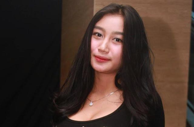 Pose Nakal dengan Sesama Wanita Lagi, Pamela 'Duo Serigala' kok Nggak Kapok Sih?