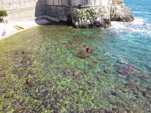 Sulic Beach entre o Fort Bokar e Fort Lovrijenac, Dubrovnik.