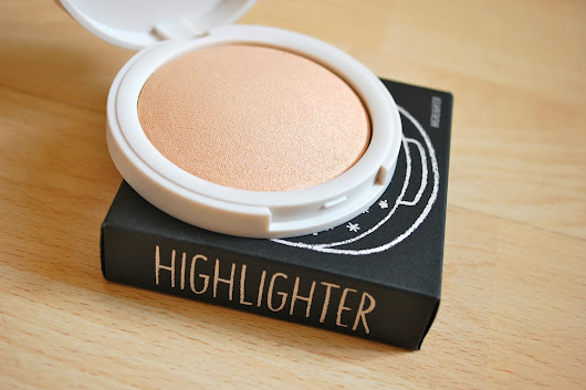 DUSTING: TOPSHOP CRESCENT MOON HIGHLIGHTER