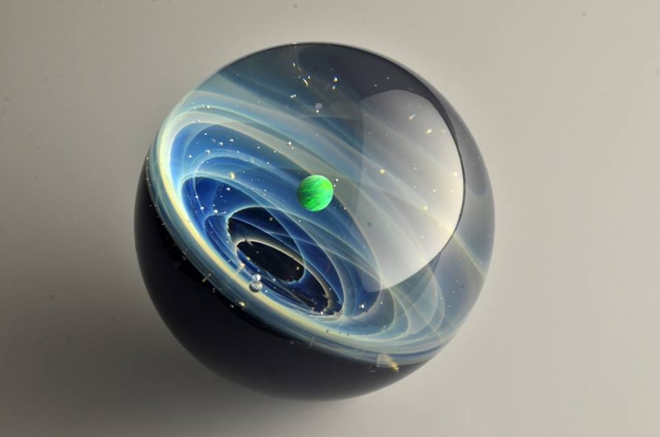 05-Satoshi-Tomizu-とみず-さとし-Galaxies-Sculpted-in-Space-Glass-Globes-www-designstack-co