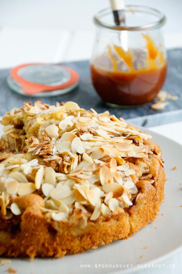 Bratapfelkuchen Rezept mit salziger Karamellsoße Spoon and Key Blog