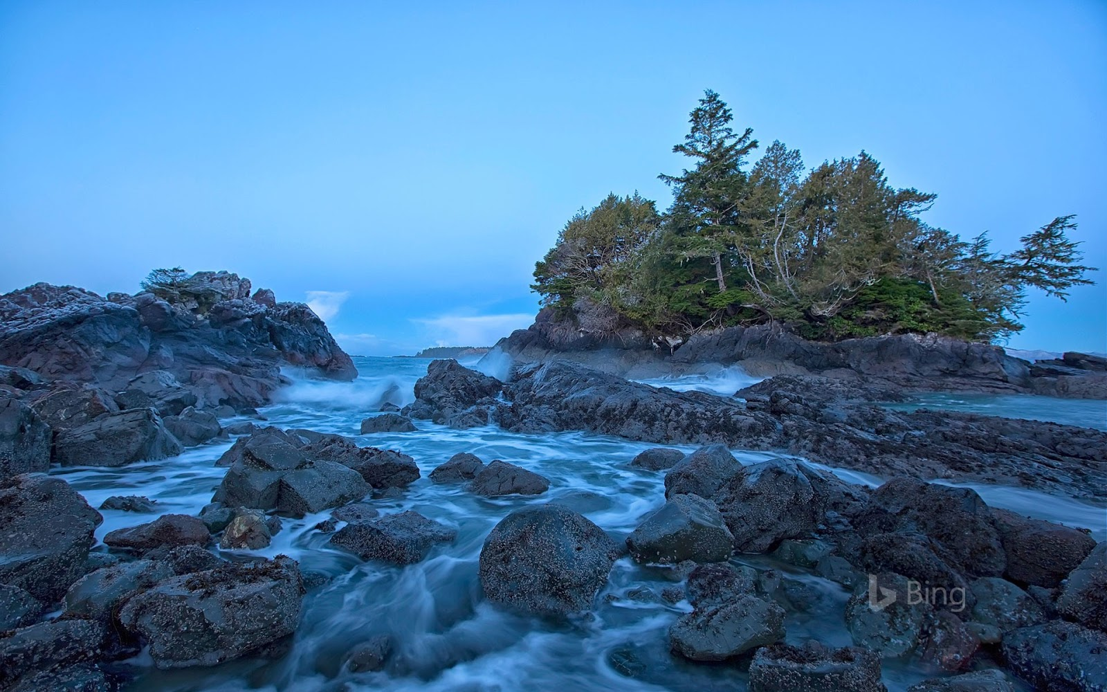 Shoreline near Tofino on Vancouver Island, British Columbia, Canada © Robert Postma/plainpicture