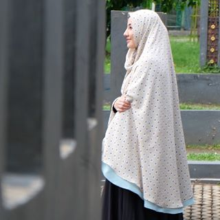 Selebgram Muslimah Berhijab Syari