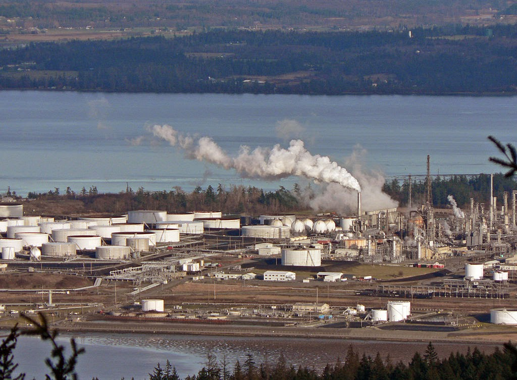Shell's Puget Sound refinery and all its sites will be busy for years ahead, the conglomerate insists (Credit: Walter Siegmund via Wikimedia Commons) Click to enlarge.