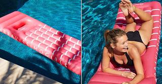 Εταιρεία φτιάχνει φουσκωτά στρώματα με τρύπες για τις γυναίκες με μεγάλο στnθος