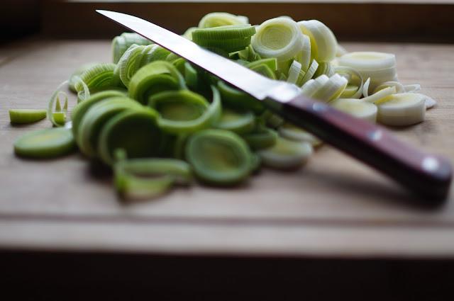 6 manfaat daun bawang bagi kesehatan