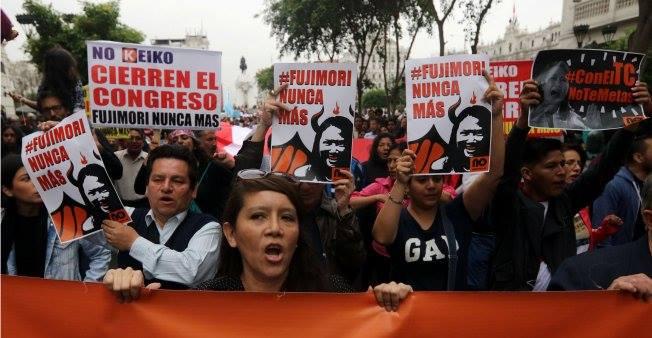 Siete de cada diez peruanos están a favor de que se cierre el Congreso de la República