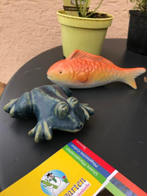 Schwimm-Keramik für das Wasserbecken im Garten (c) by Joachim Wenk