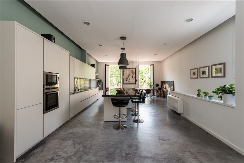 Reforma loft de estilo industrial neoyorkino loft for Cocina industrial blanca