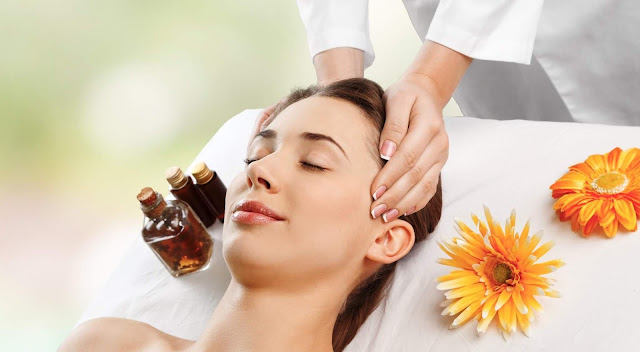 Sử dụng tinh dầu massage thư giãn