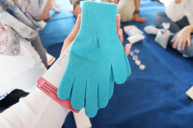 produk sarung tangan h&m dari daur ulang sampah botol plastik