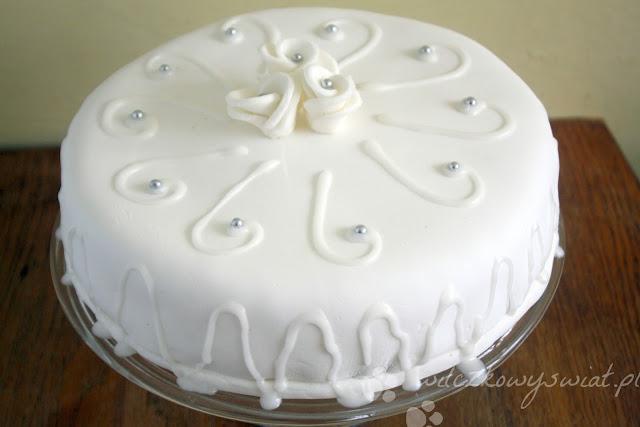 Tort z lukrem plastycznym