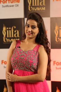 Anchor Manjusha New Stills (6).jpg