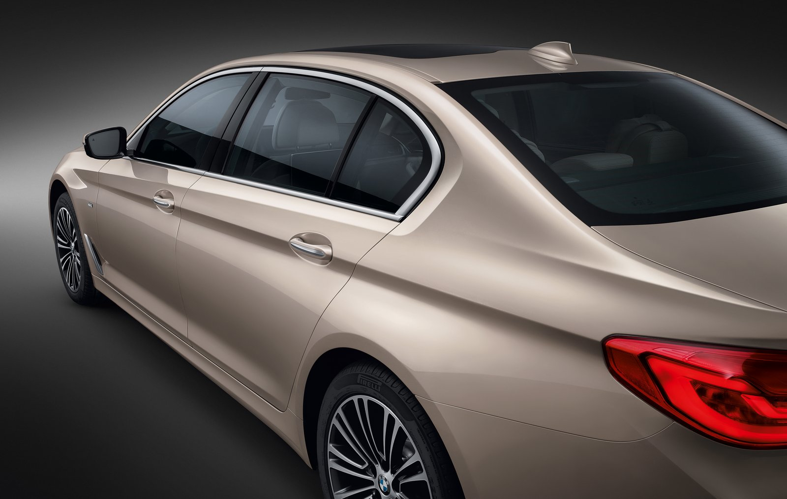 2016 - [BMW] Série 5 Berline & Touring [G30/G31] - Page 28 BMW-5-Series-LWB-6