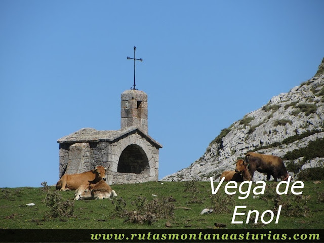 Ruta Lagos de Covadonga PR PNPE-2: Capilla en la Vega de Enol