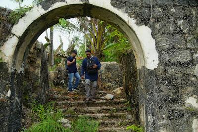 Gerbang masuk menuju puing piung rumah Raja Ali Haji