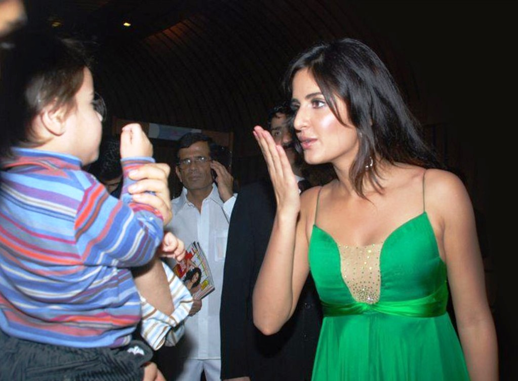 Worlds Best Chat Place Katrina Kaif Kissing Photos On