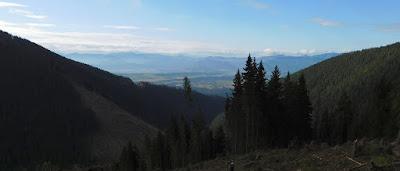 Panorama na południe, widoczna poprzez Dolinę Wąską.