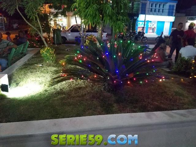 Fotos Alcaldia de Castillo da la bienvenida a la navidad 2017 con encendido de luces en el parque central.
