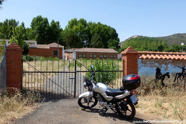 Entrada Escuela Hogar Villar del Pozo