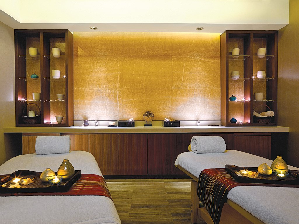13 best spas in the world by conde nast traveler 2012 for Hotel spa decor