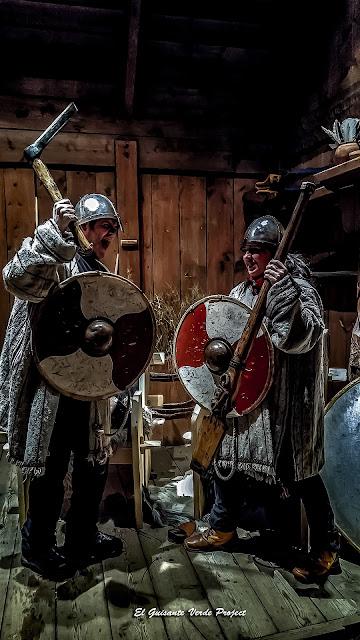 Roberto y Maribel, vikingos en el Lofotrvikingmuseum por El Guisante Verde Project