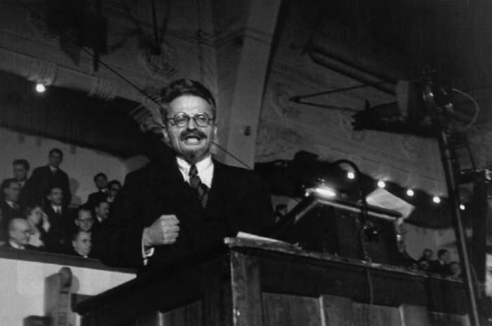 León Trotsky, 1932, por Endre Ernő Friedmann