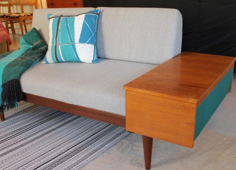 Butiken Blue Corner 50,60 tals dagbädd soffa i grått och teak