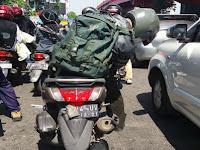 Anggota TNI Ini Ditabrak Oleh Pengendara Mobil Sampai Terjatuh, Balasannya Bikin Melongo