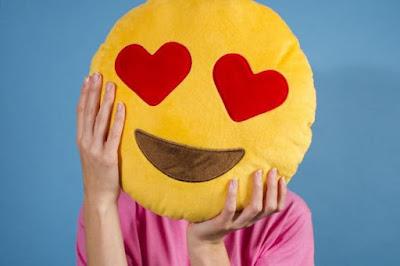 Emoji kussens in hart ogen