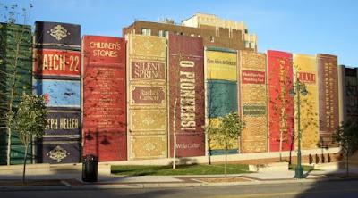 Perpustakaan dengan bangunan jejeran buku - Sekitar Dunia Unik