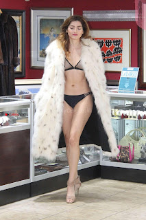 Blanca-Blanco-at-a-local-pawn-shop--05+%7E+SexyCelebs.in+Exclusive.jpg