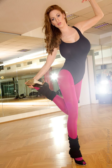 Jordan-Carver-Flash-Dance-Cute-and-sexy-Photoshoot-Image-4