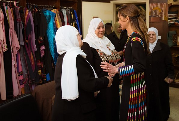 Queen Rania of Jordan. traditional wear, traditional outfit, dress