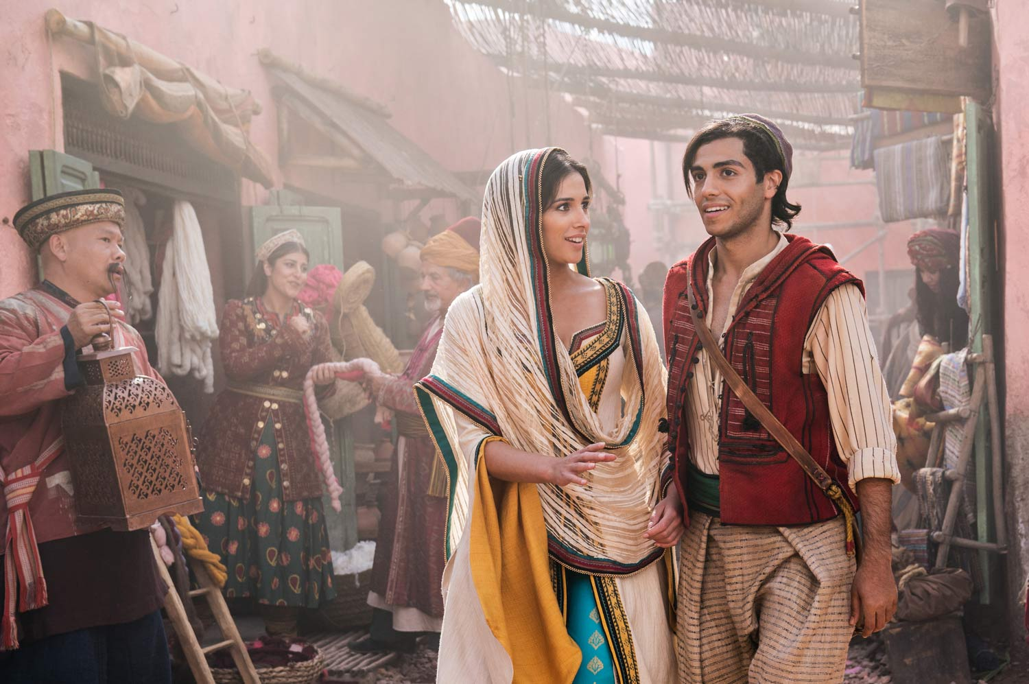 ALADDÍN - Disney - Mena Massoud y Naomi Scott