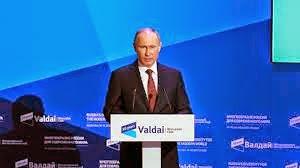 """Poutine critique le """"deux poids deux mesures"""" des Européens"""