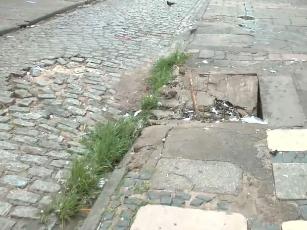 Principal rua do comércio de São Luís sofre por falta de infraestrutura