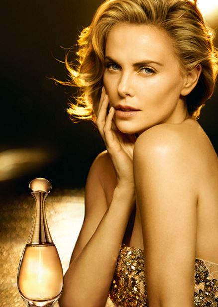 attrice dior j'adore gold modella bionda pubblicità spot