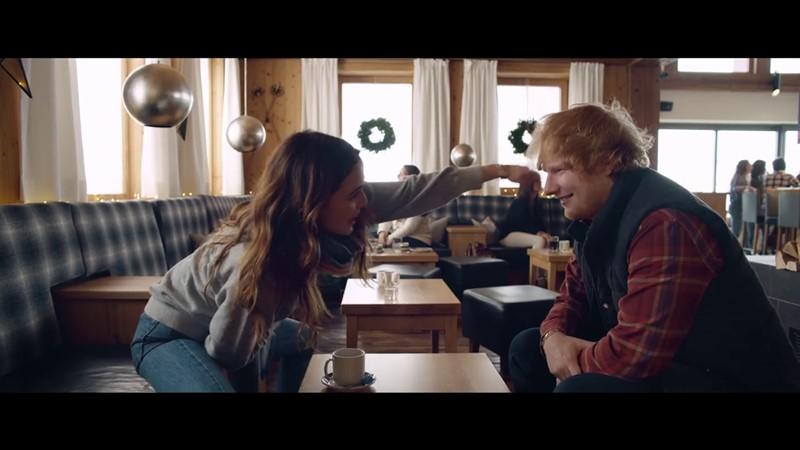 Perfect di Ed Sheeran  uscito il videoclip ufficiale con l attrice ... 0470116ed858