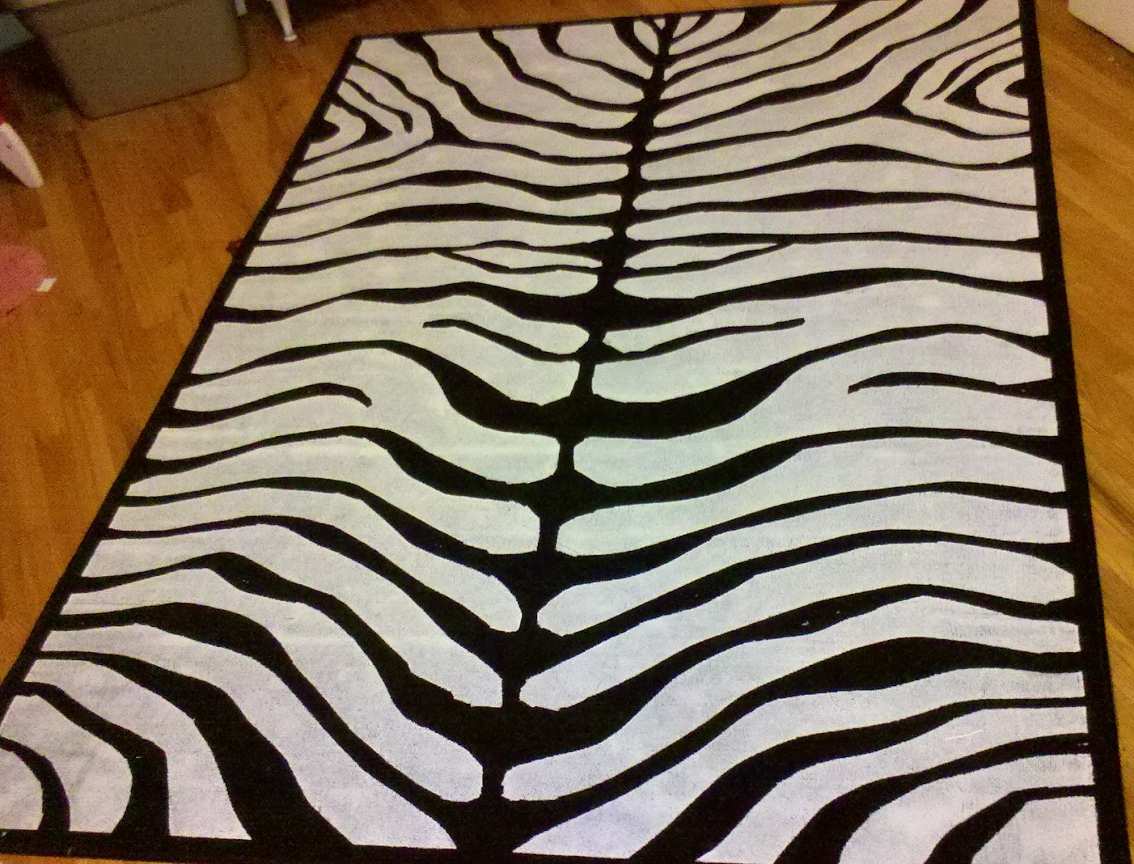 This Mommy!: DIY zebra print rug